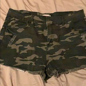 Refuge camo green shorts